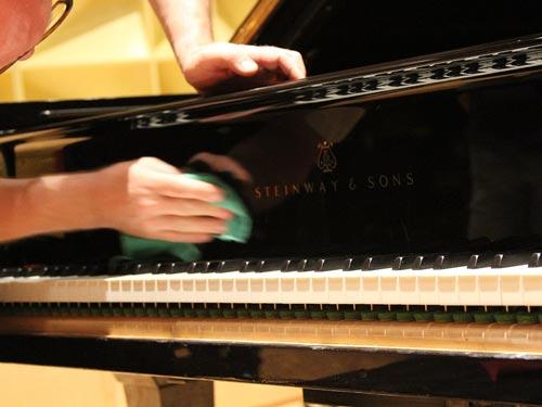 Castellón Pianos - Limpieza Exterior de Piano